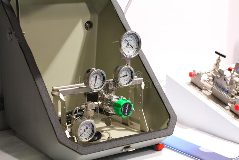 Spływowi metry dla pomiarowego naciska w przemysłowych systemach zdjęcie stock