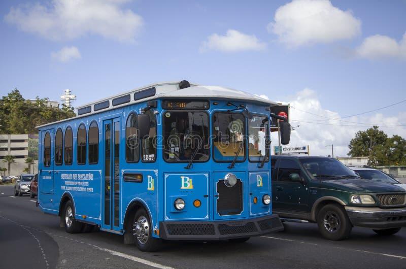 Sp?rvagn som fungerar i stad av Bayamon Puerto Rico arkivbild