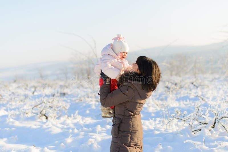 Spaß im Schnee haben lizenzfreies stockfoto