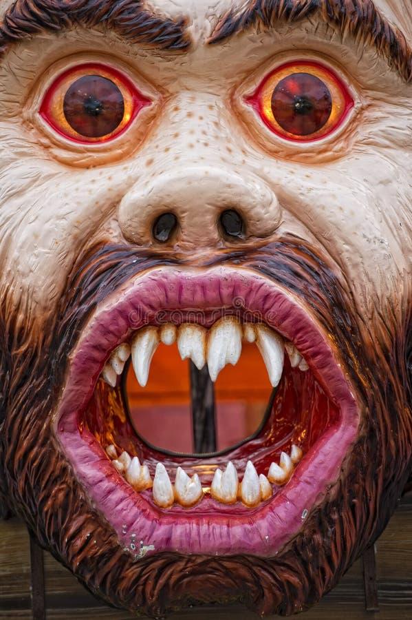 Spaß-Messe-Karnevals-Luna Park Ogre-Maske stockbild