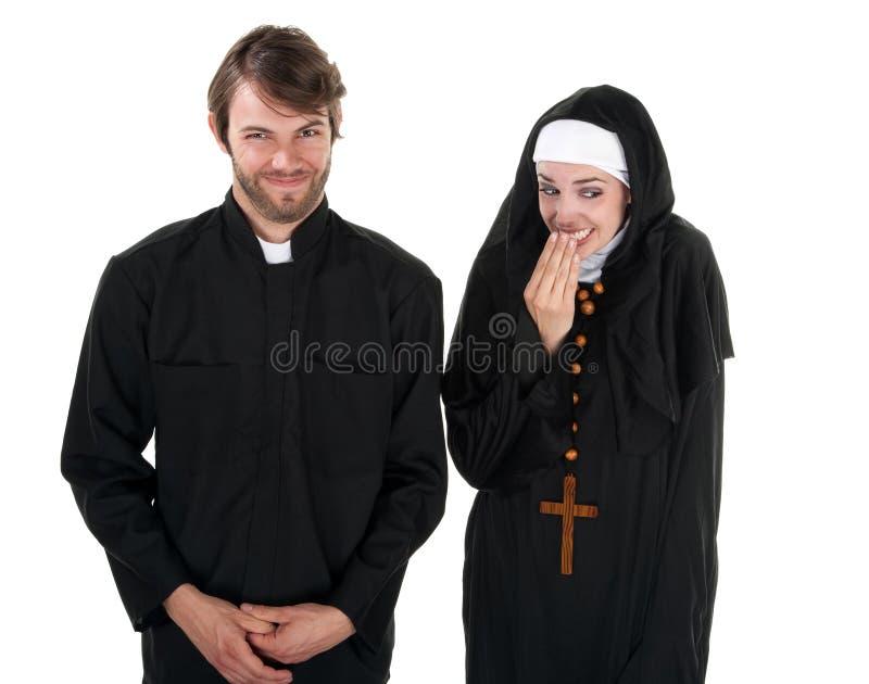 Spaß-Priester und Nonne lizenzfreie stockfotografie