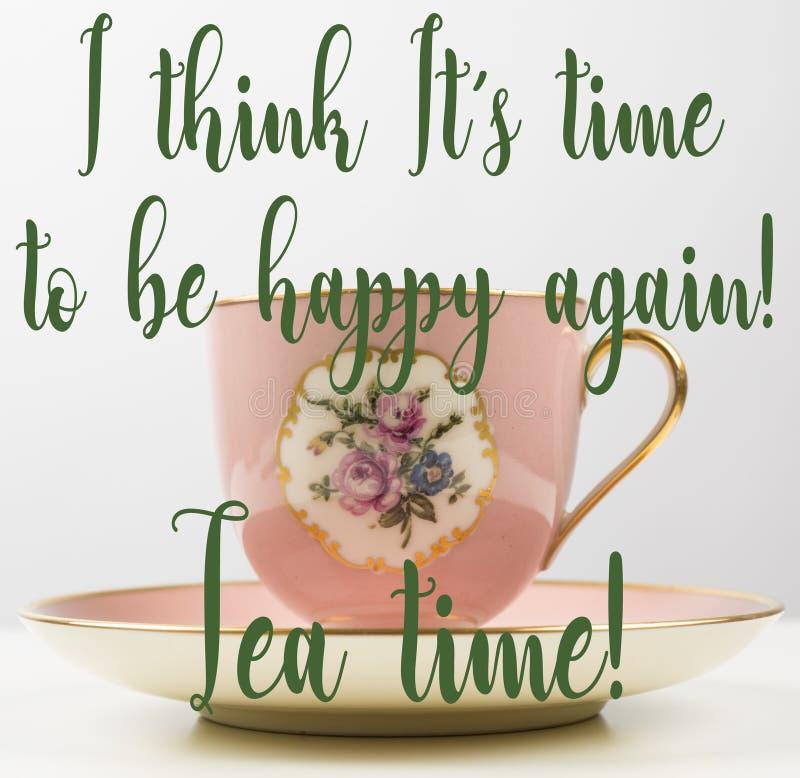 Spaß-Stütze, romantisches Rosa, Gold, Blumenweinleseteetasse, Zeit, glücklich zu sein, Teezeit zitiert lizenzfreie stockfotos