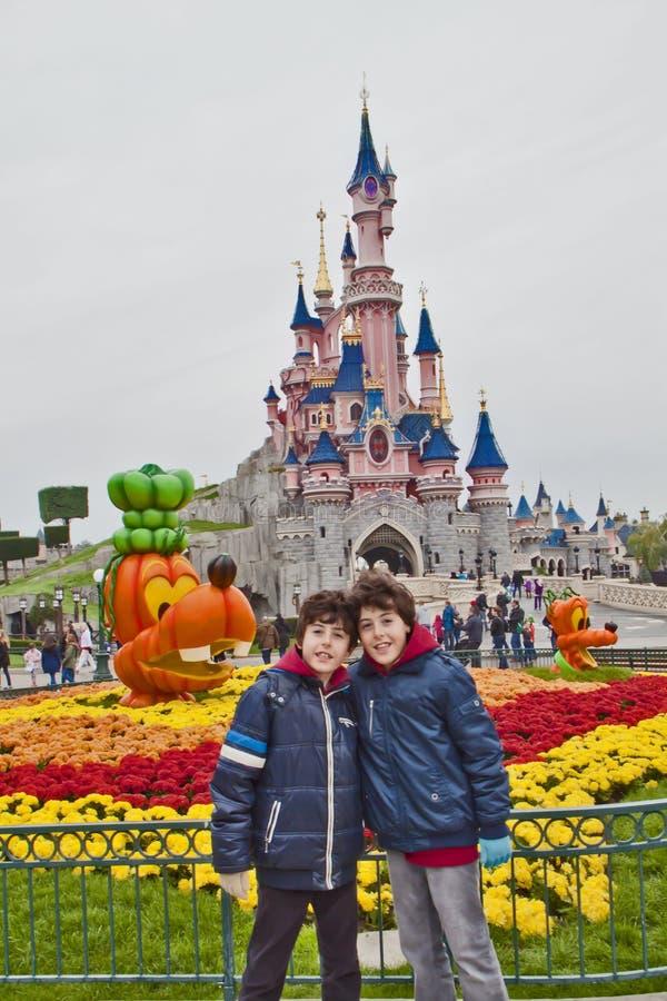 Spaß-Zeit in Disneyland-Park, Paris stockfotografie