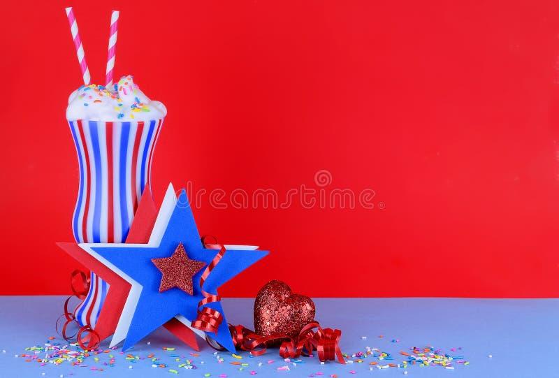 Spaßbild für patriotische Feiertage in rotem weißem und blau lizenzfreie stockfotos