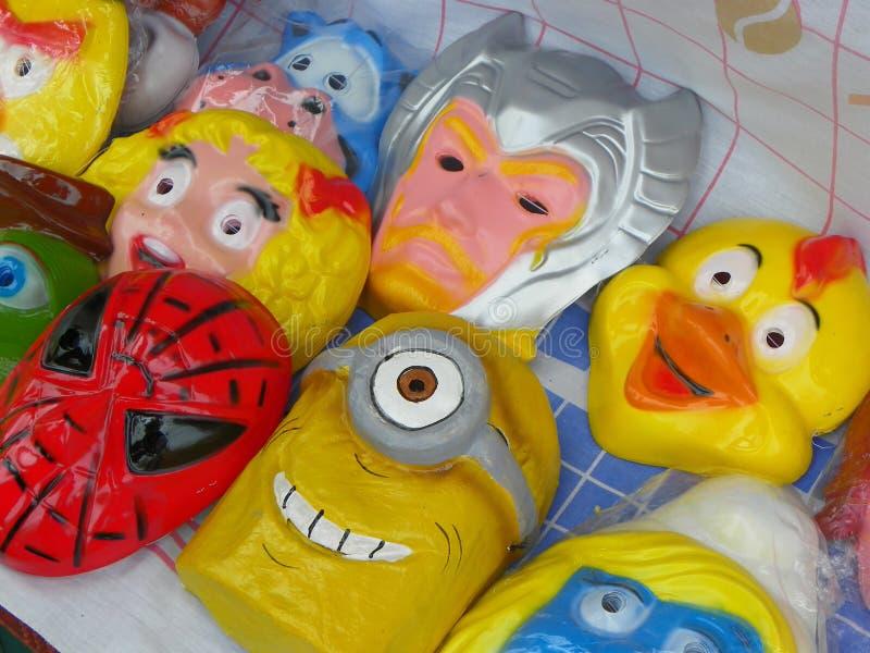 Spaßmasken für Verkauf am Straßenmarkt für Monigotes oder Papier-Mache-Attrappen Cuenca, Ecuador stockfoto