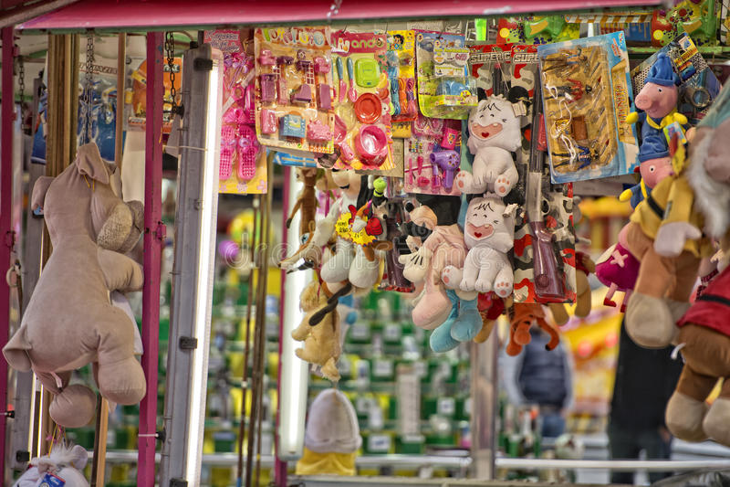 Spaßmesse-Karnevalsluna park Schießstand stockbild