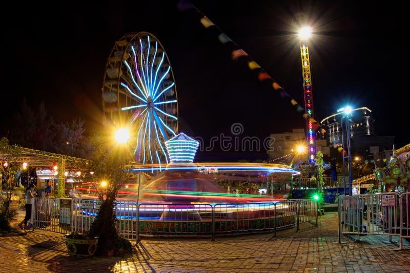 Spaßparkszene in der Nachtlangen Belichtung - Vietnam lizenzfreies stockfoto