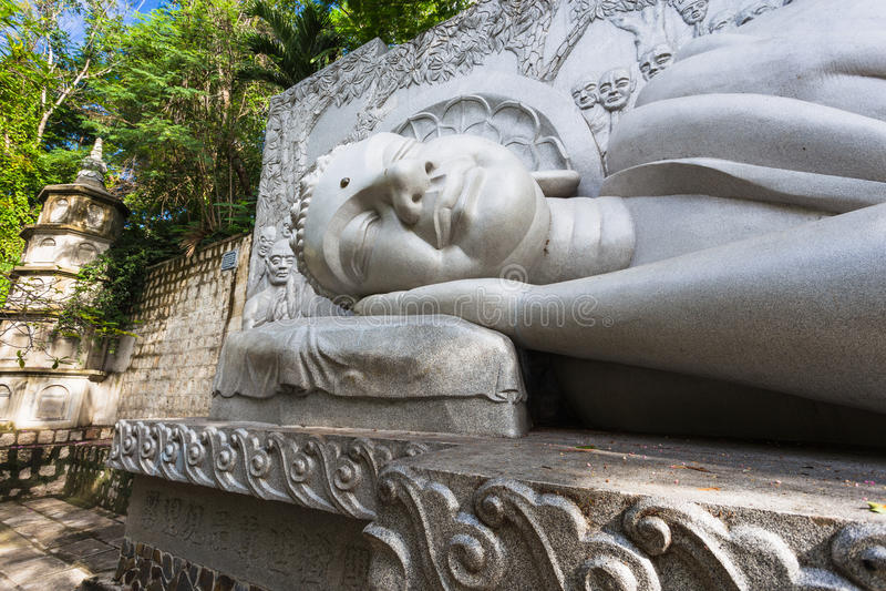 Spać Buddha przy Długą syn pagodą w Nha Trang zdjęcia royalty free