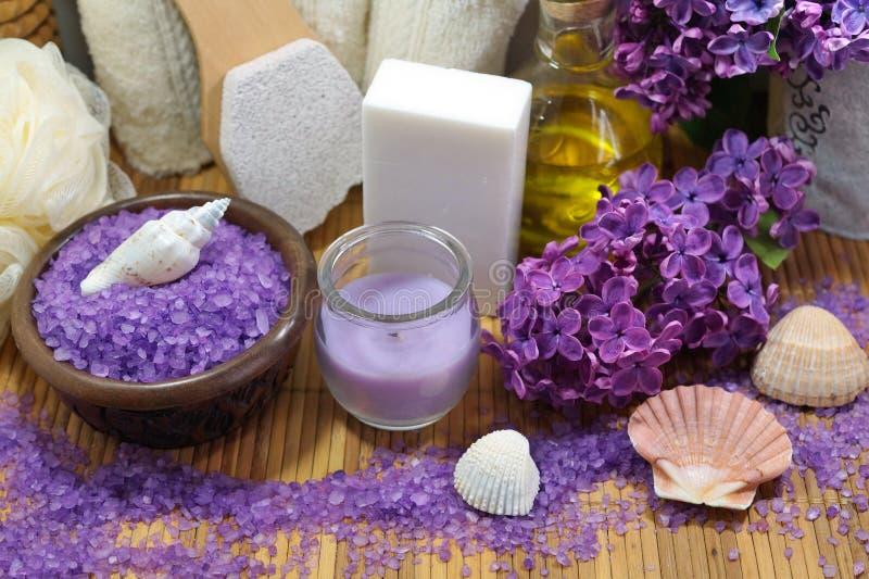 SPA - Αρωματικό αλατισμένο και scented σαπούνι θάλασσας, scented κεριά και πετρέλαιο και εξαρτήματα μασάζ για το μασάζ και το λου στοκ εικόνες