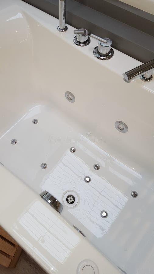 Spa badar detaljen isolerade badet modern sund lyx royaltyfri bild