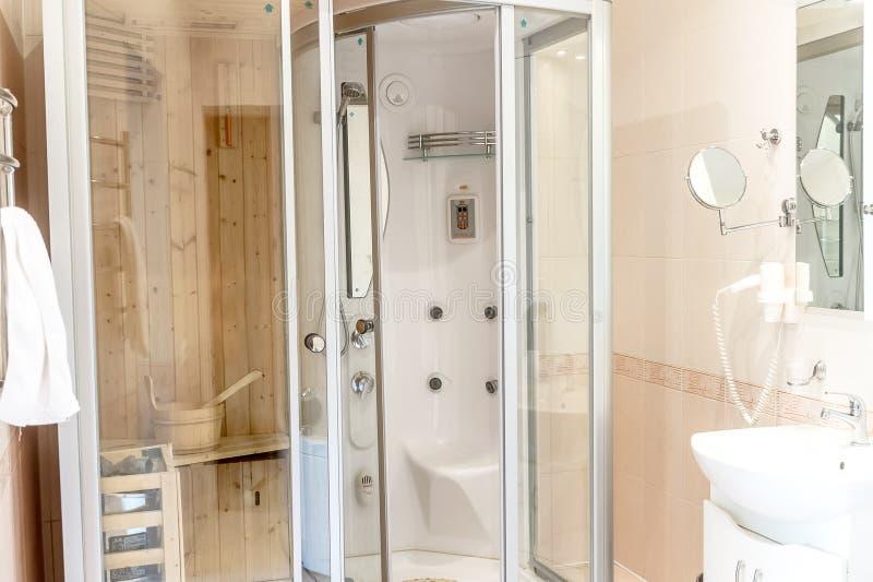 Spa bastukabin i badrum arkivfoto. Bild av inomhus, vattenkran ...
