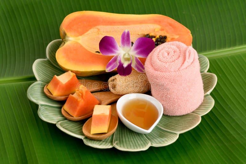 Spa behandling med papayaen, huney royaltyfri foto