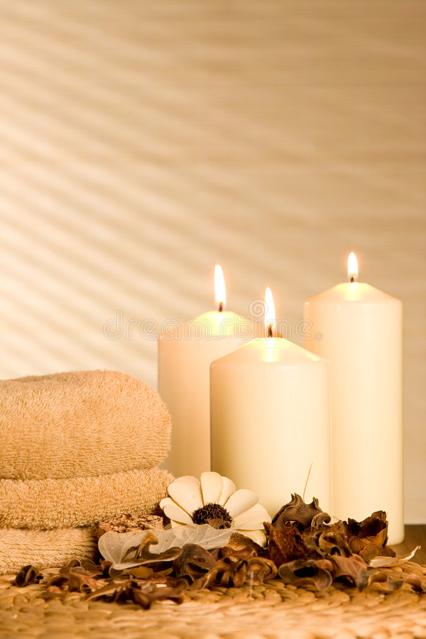 Free Spa Candels With Potpourri Royalty Free Stock Image - 7202386