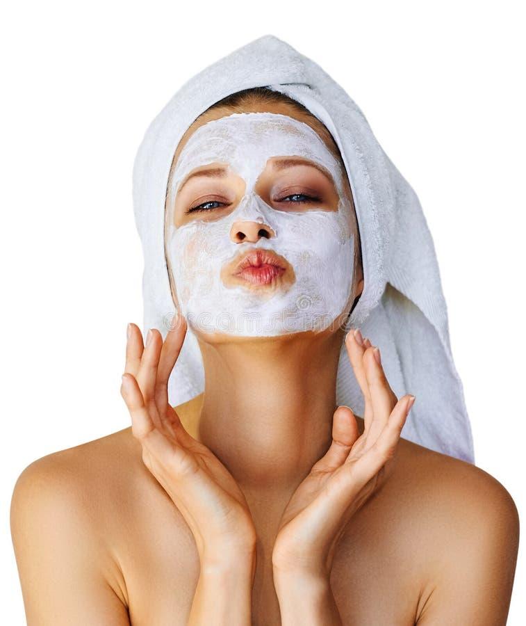 Όμορφη νέα γυναίκα με την του προσώπου μάσκα στο πρόσωπό της Φροντίδα δέρματος και επεξεργασία, SPA, φυσικές ομορφιά και cosmetol στοκ φωτογραφία