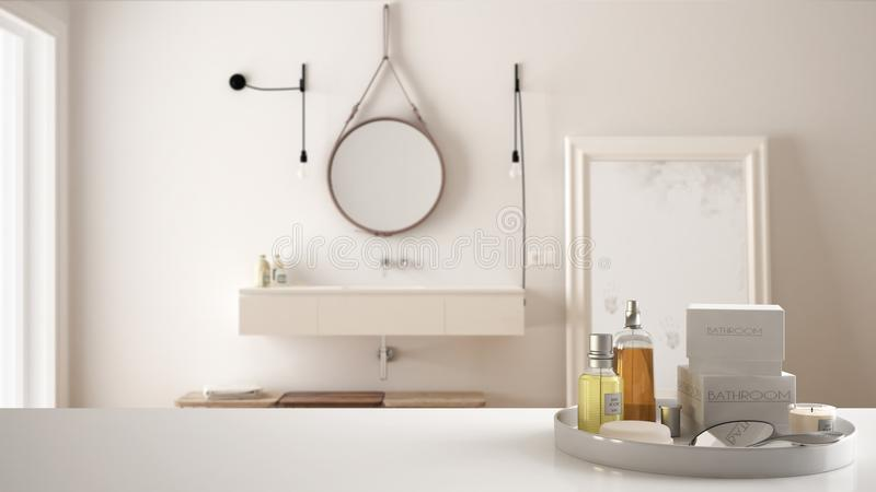 Spa hotellbadrumbegrepp Vit tabellöverkant eller hylla med badningtillbehör, toalettartiklar, över suddigt lyxigt badrum, modernt royaltyfri fotografi