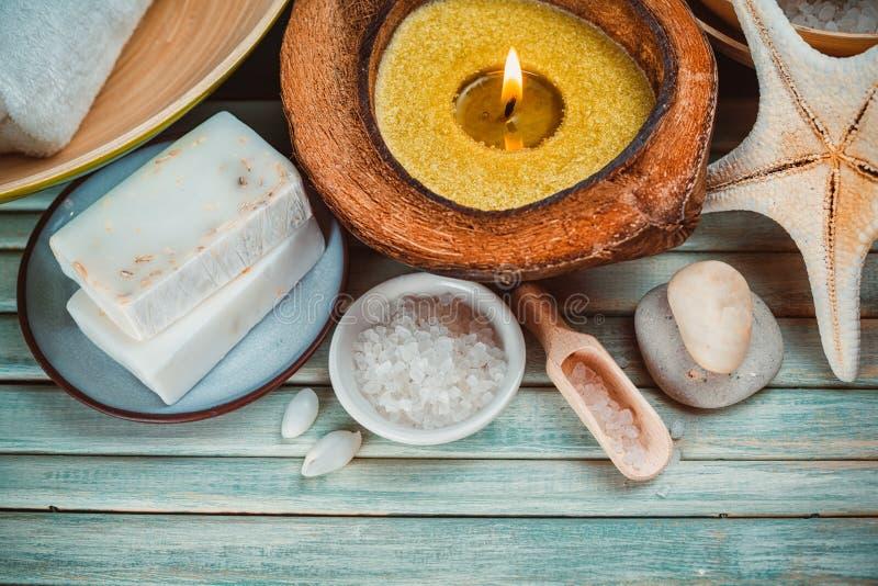 Spa inställning med kokosnötolja, royaltyfri foto