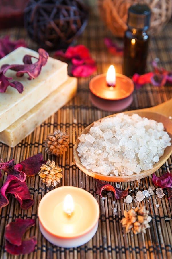 Spa med naturligt salt för bad arkivfoton