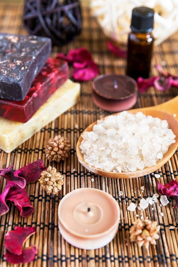 Spa med naturligt salt för bad royaltyfria foton