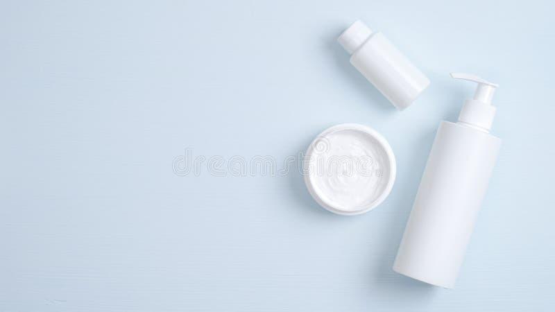 SPA productos cosméticos marca maquillaje Frasco de bomba transparente para gel de higiene íntimo, aceite esencial para el cuidad foto de archivo