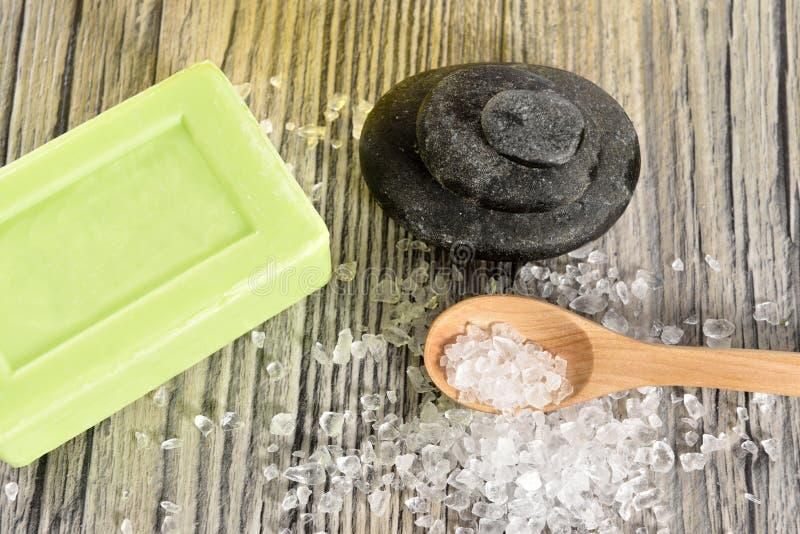 Spa saltar organisk tvål, sten och arkivbilder