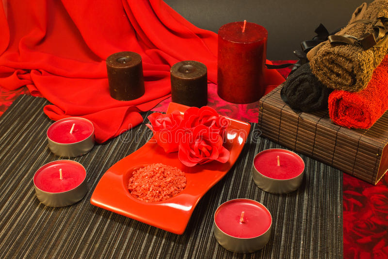 Spa sammansättning i röda färger arkivfoton