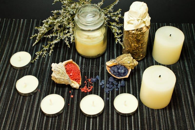 Spa sammansättning med salt för bad i skal arkivbild