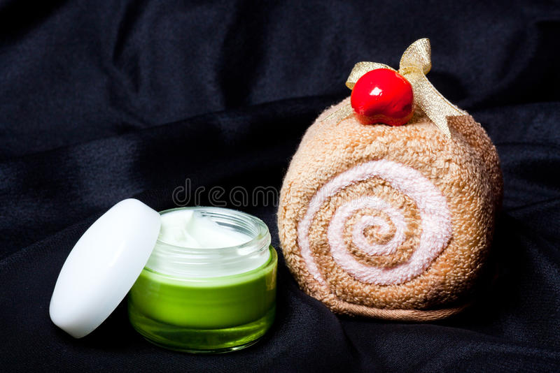 Download Spa Set Towel And Cream Royalty Free Stock Photo - Image: 26513655