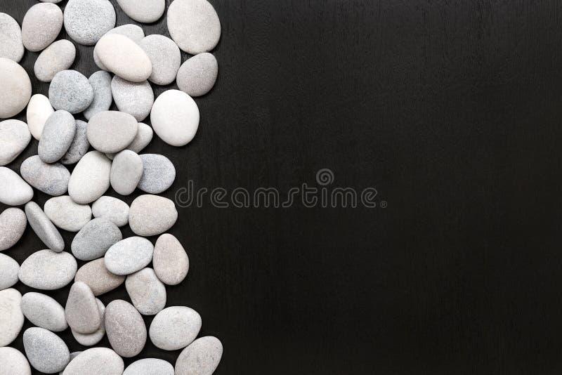 Spa stenar behandlingplats, vaggar zen som begrepp arkivbild