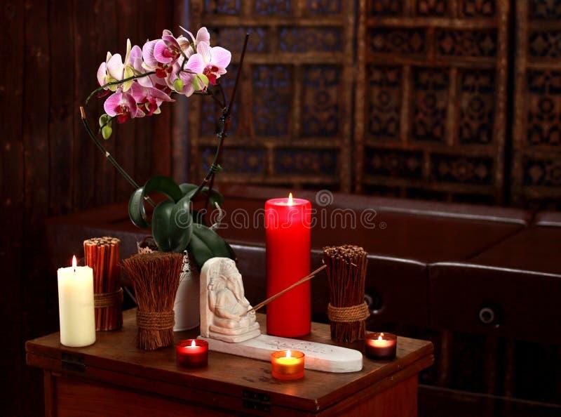 Spa stilleben med aromatiska stearinljus royaltyfria foton