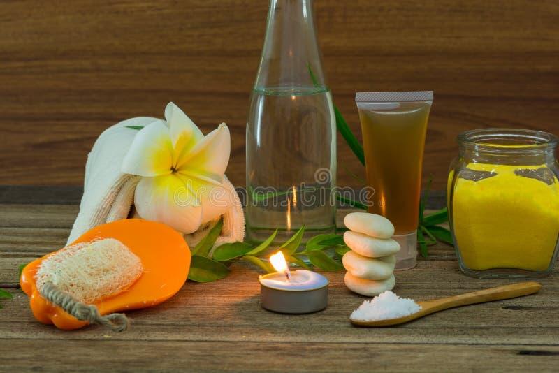 Spa stilleben med aromatiska stearinljus royaltyfria bilder