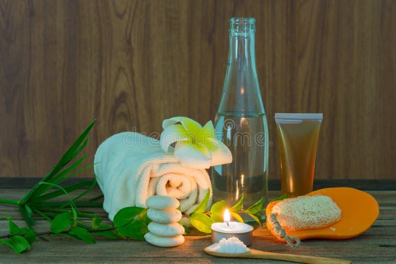 Spa stilleben med aromatiska stearinljus arkivbild