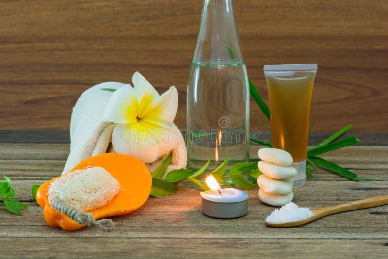 Spa stilleben med aromatiska stearinljus royaltyfri foto