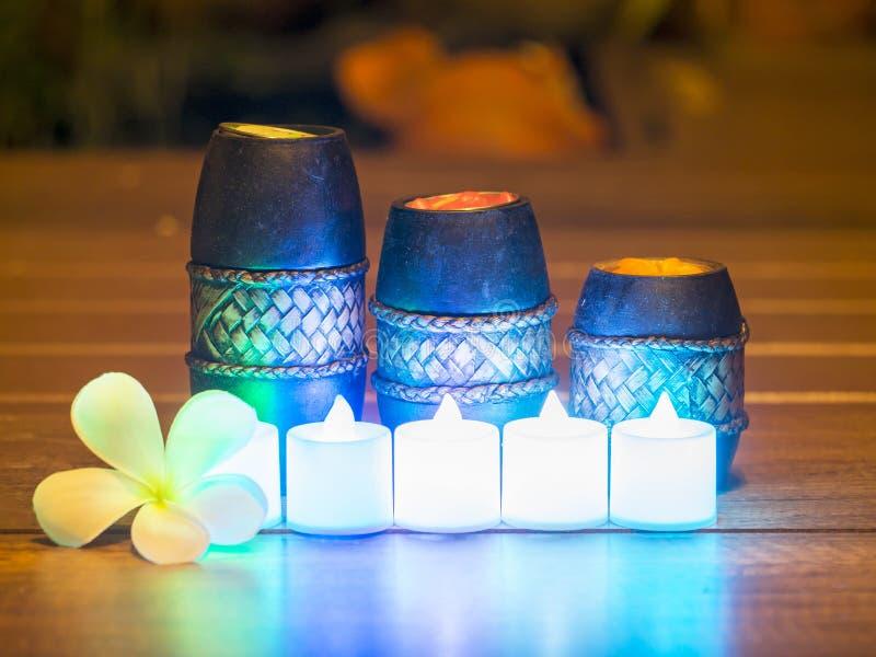 Spa stilleben med den aromatiska vald och mjuk fokusen för stearinljus, royaltyfria foton