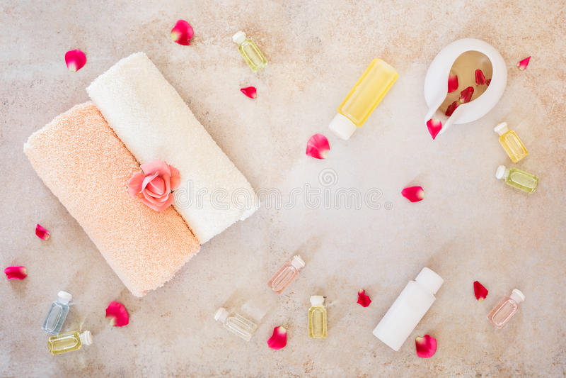 Spa stilleben med rosskönhetsprodukter royaltyfria foton