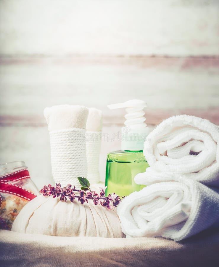 Spa, wellnessmassage eller bastuutrustninginställning royaltyfri fotografi