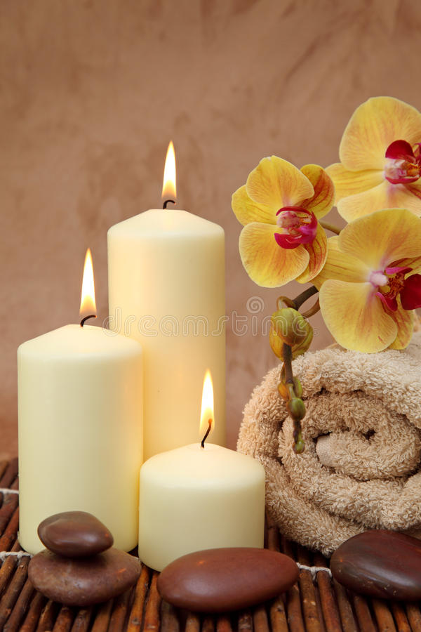 Free Spa With White Candles Royalty Free Stock Images - 10551649