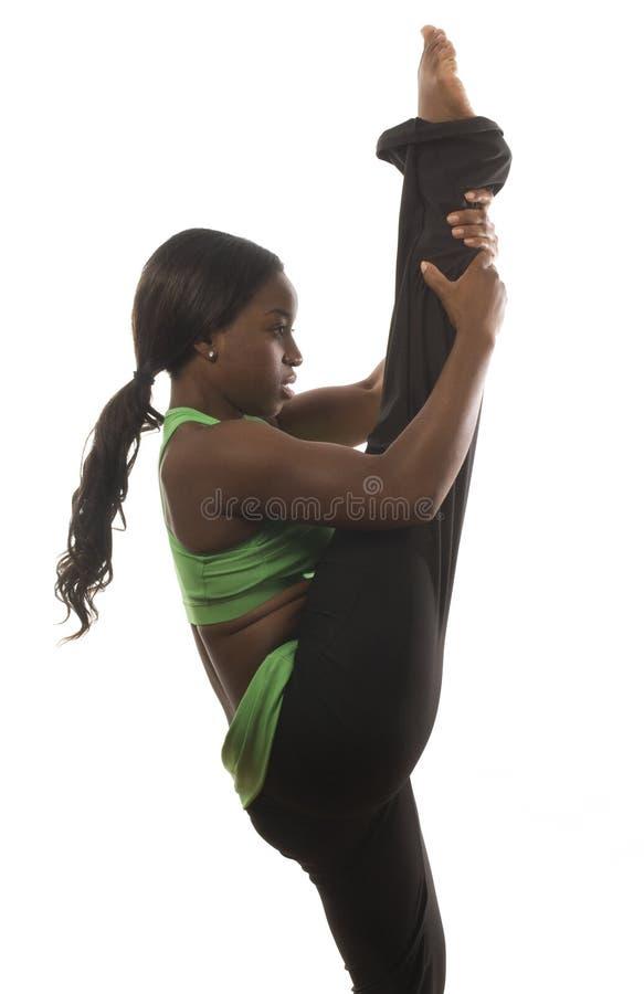 Spaanse Afrikaanse Amerikaanse vrouw die dans uitoefent royalty-vrije stock afbeeldingen