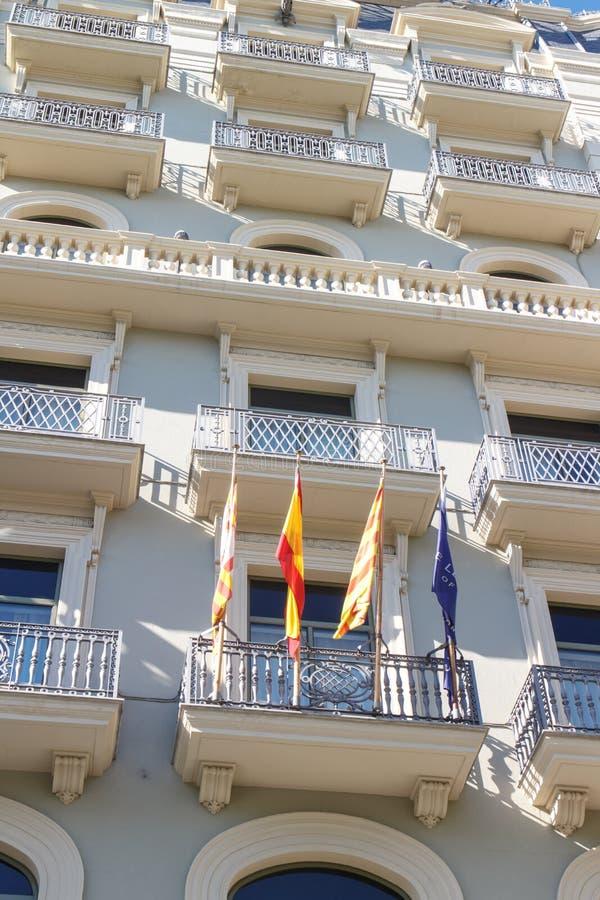 Spaanse, Catalaanse en Europese vlaggen stock fotografie