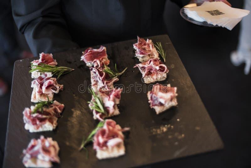 Spaanse die ham als tapas wordt gediend stock afbeelding
