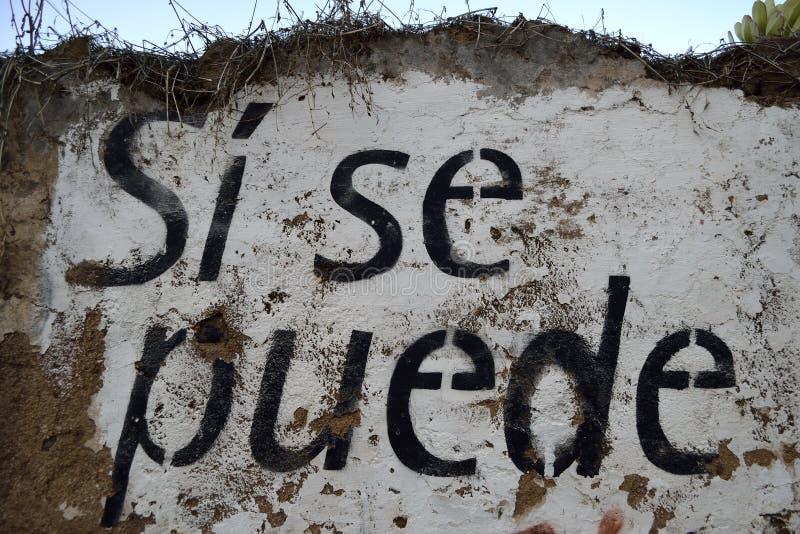 Spaanse die tekst op een muur wordt geschilderd: Si-Se puede royalty-vrije stock afbeeldingen