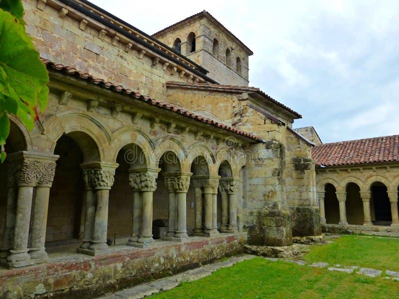 Spaanse kerk in Santillana del Mar stock afbeelding