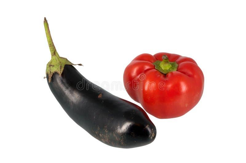 Spaanse peper en aubergine die op wit wordt geïsoleerda stock fotografie