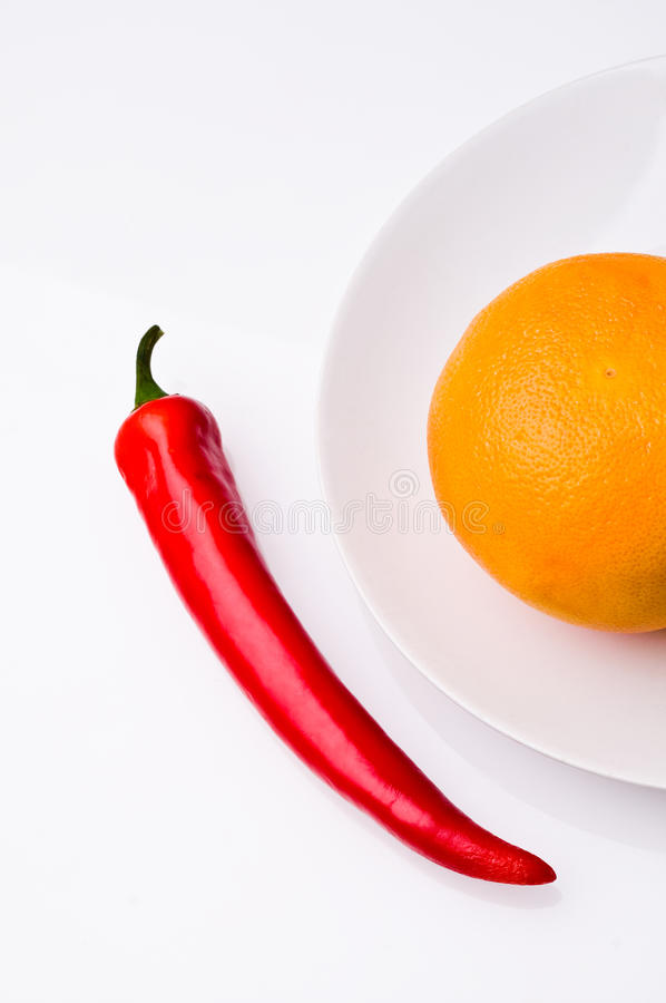 Spaanse peper en sinaasappel royalty-vrije stock afbeeldingen
