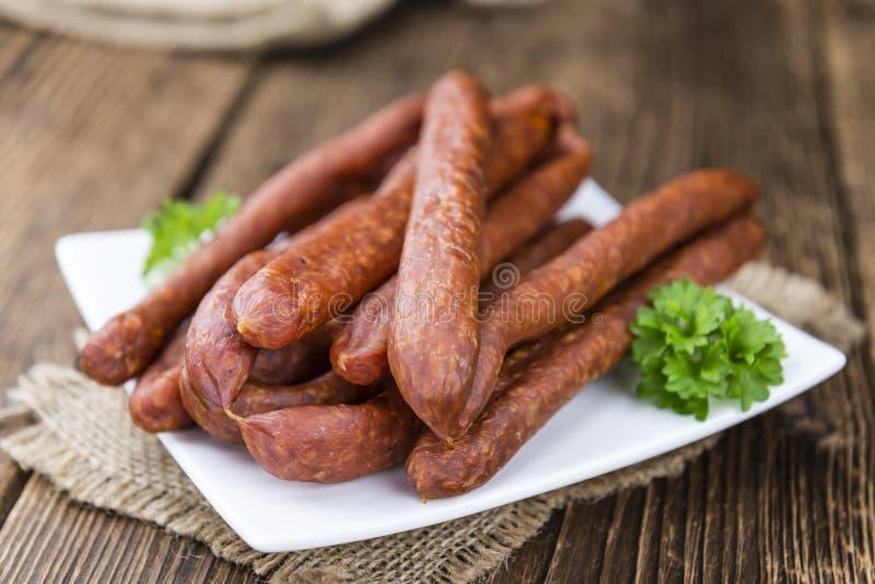 Spaanse pepers op smaak gebrachte Worsten (Duitse Mettwurst) stock foto