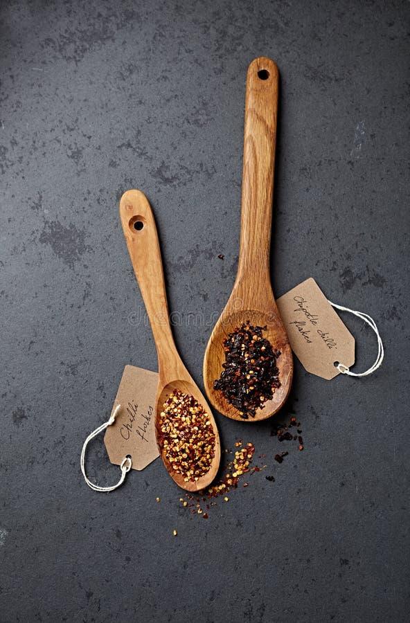 Spaanse pepervlokken en chipotle Spaanse pepervlokken royalty-vrije stock afbeelding
