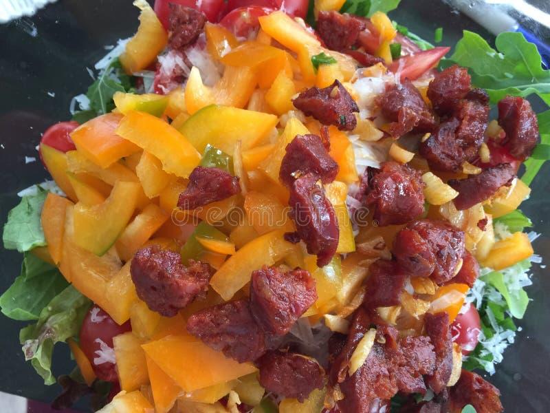 Spaanse salade met bacon royalty-vrije stock foto
