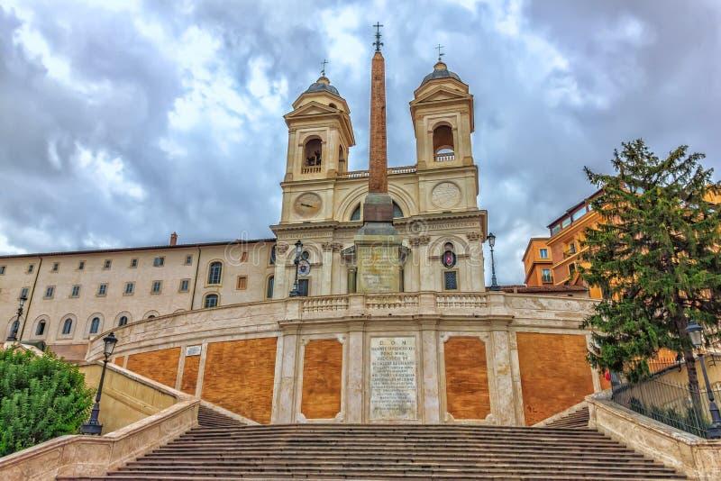 Spaanse Stappen en de Trinita-kerk van deimonti in Rome, Italië, geen mensen stock afbeelding