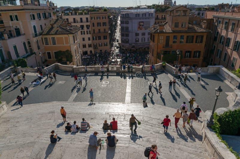 Spaanse stappen en Piazza Di Spagna met hierboven de straten van Rome, mening van stock foto's