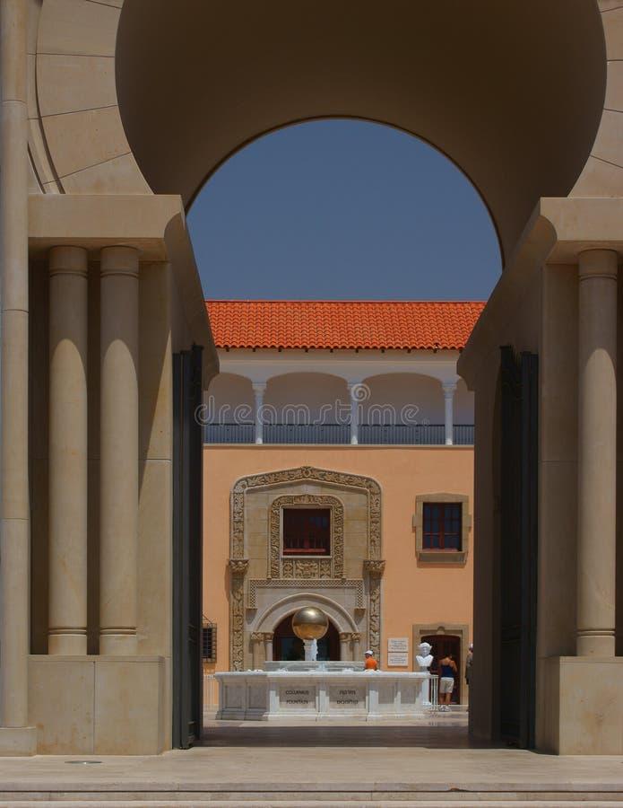 Spaanse stijlarchitectuur stock foto