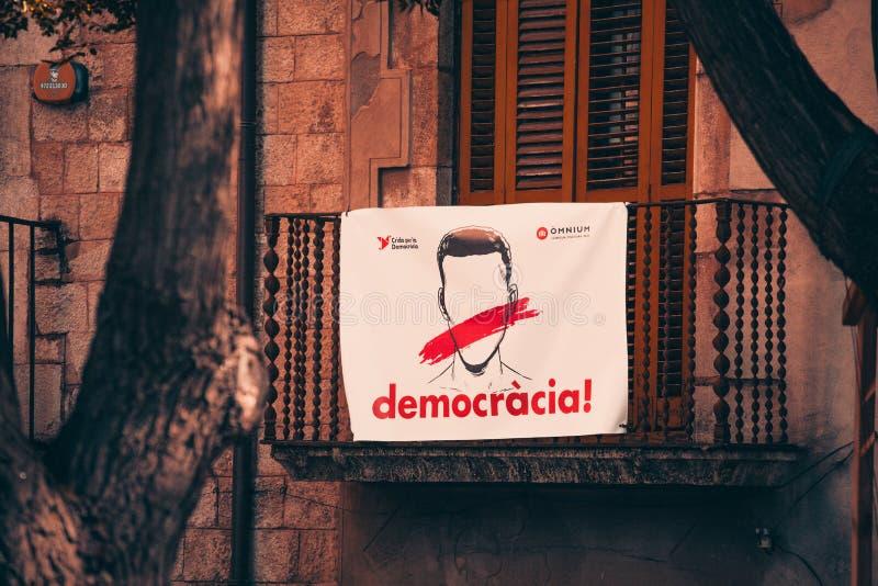 Spaanse strijd voor onafhankelijkheid: een straataffiche die democratie verzoeken royalty-vrije stock fotografie